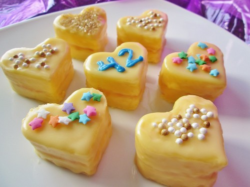 hitchhikers-guide-to-the-galaxy-heart-of-gold-petit-fours-d-2395