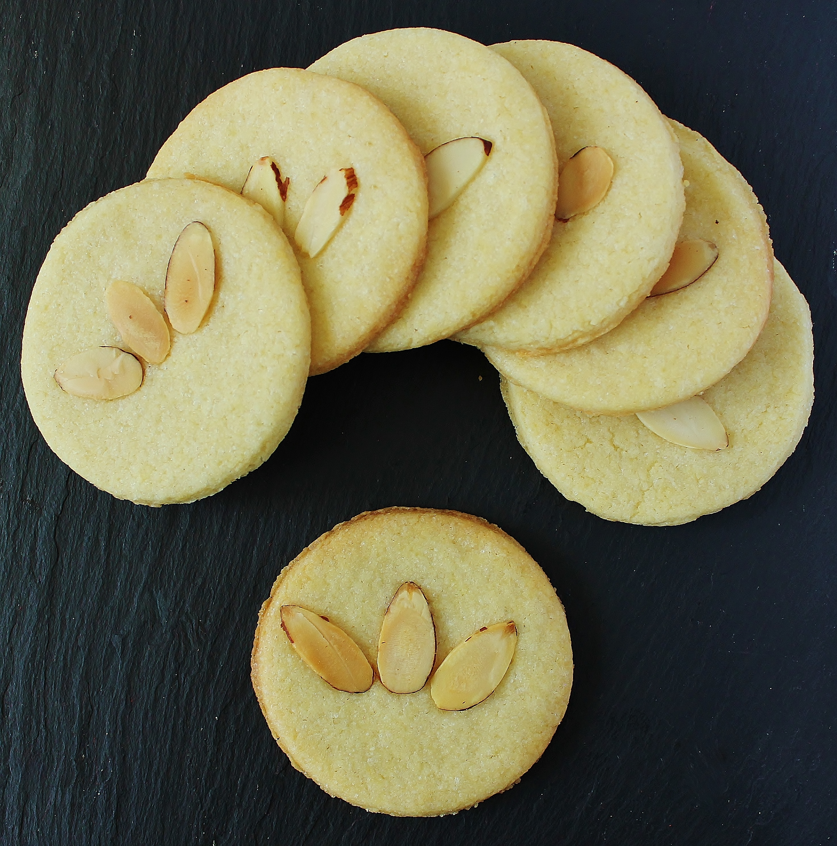http://wonderlandrecipes.com/wp-content/uploads/2017/07/neverwhere-nutty-biscuits-d-3964.jpg